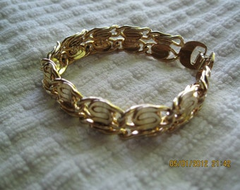 """Bracelet Jewelry Vintage gold toned  style chain bracelet With closing clasp. A rigid 7"""" long double chain"""