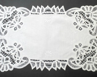 """2 Battenburg Lace and Embroidered Cotton Placements, Unused, 19.5"""" by 13.5"""""""