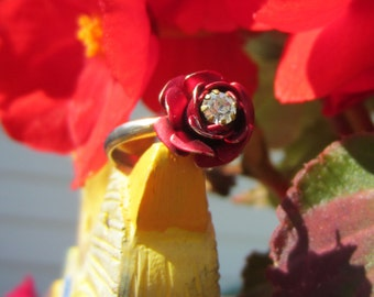 Flower ring. Vintage jewelry. Red roses. Adjustable ring. Clear rhinestone jeewelry. Rose ring. Vintage ring. Gift for women. Gift for her.