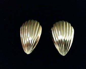 Golden Shell Earrings - clip on vintage