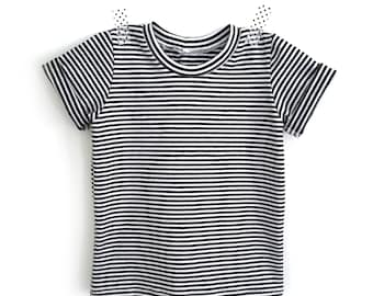 Black and white striped T-shirt for babies and children 0 to 6 years