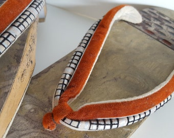 Womens Japanese Authentic Geta Carved Wood Slippers Velvet Straps Vintage