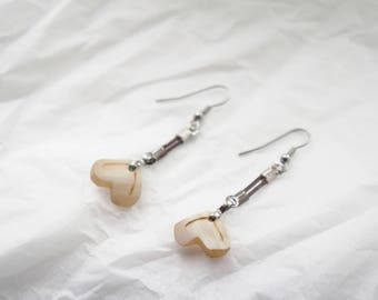 small earrings heart, Horn, horn, simple, Valentine's day, pyrography, beige, cream, earrings, heart shaped, carved, handmade.