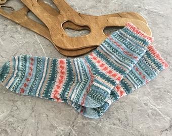 Stricken Sie Socken - fertig und versandbereit