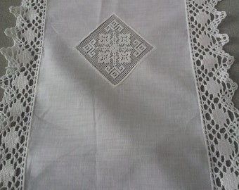 Vintage hand made lace linen tablerunner.Home decor.1960's