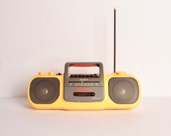 80s RADIO am/fm BOOMBOX guaranteed to make your life 100 percent more fun