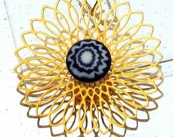 Pretty Spiral Vintage Venetian Glass Earrinigs Filigree Eames Era Mod Spinning Wheel Navy Blue White Swirl Pierced Dangle Flower Power
