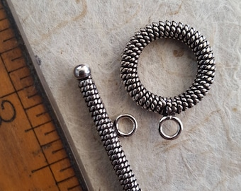 Sterling toggle. Beadwork, Jewelry making, Jewelry supply. Stringing. Closure, fastener. Silver ends.