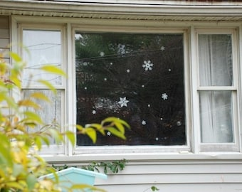 """Flocons de neige - vinyle autocollant - flocons de neige blanche - Let it Snow - mariage d'hiver - 6 haute qualité vinyle flocons de neige allant de 3,5"""" à 7"""
