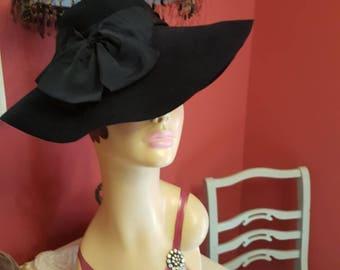 A stunning 1940s Tilt hat