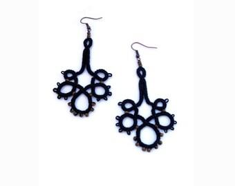 Black chandelier tatted earrings//Boho beaded earrings//frivolite earrings//Tatted jewelry//Dangle earrings