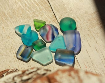 Top drilled small home-made seaglass shapes - Recycled - Mix of colours - Tumbleworn