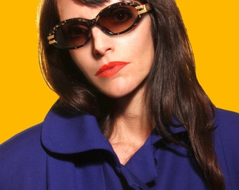 Original Dior sunglasses. oval, speckled black and gold. Nineties. Hinge with double line carved.