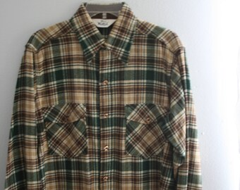 Vintage Woolrich Overshirt / Mens Plaid Shirt Wool Jacket / Large / Green and khaki