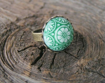 Lovely Glass Ring in a Lace Edge Setting