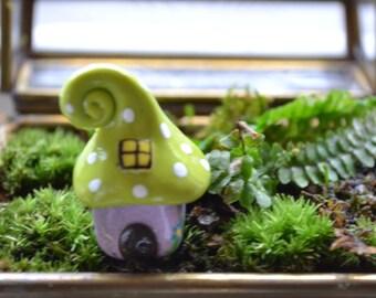 Petite gnome home (extra small)