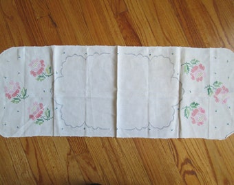 1950's handmade holiday table runner with cross stitch pink rose flowers