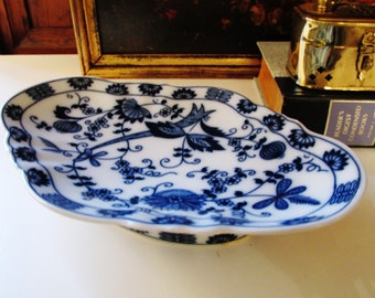 Vienna Woods Vintage Blue Onion Tray, Blue Danube, Coffee Table Decor, Chinoiserie Decor, Blue and White Porcelain Catchall