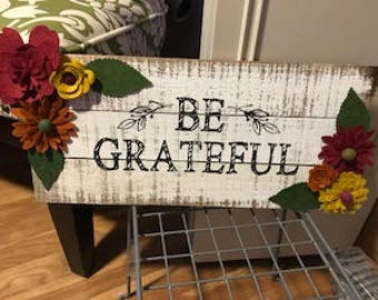 Be Grateful Wood Pallet Sign with Wool Felt Handmade Flowers
