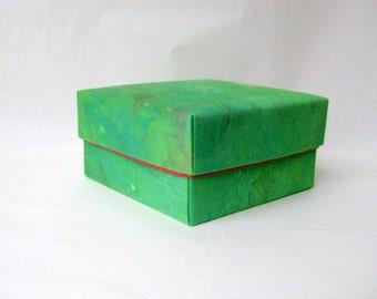 Box green square fabric lined danish