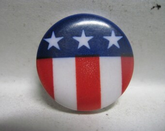 VINTAGE WONDERFUL 1960's/70's Patriotic Red White & Blue Stars and Stripes Button .....#1597