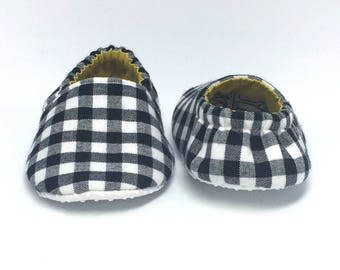 6-9mo RTS Baby Moccs: Black & White Plaid / Crib Shoes / Baby Shoes / Baby Moccasins / Vegan Moccs / Soft Soled Shoes / Montessori Shoes