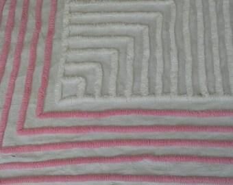 "Vintage Chenille Bedspread Corner Piece For Crafts Damaged 26"" X 18"" X1191"