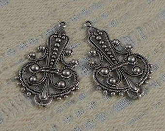 LuxeOrnaments Antique Sterling Silver Plated Brass Filigree Drop-Pendant (Qty2) 34x20mm  S-5723-S
