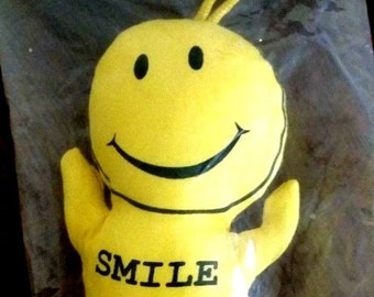 SMILEY FACE Stuffed Doll Toy made by Maxine Eliot MINT/Factory Sealed Shackman Company