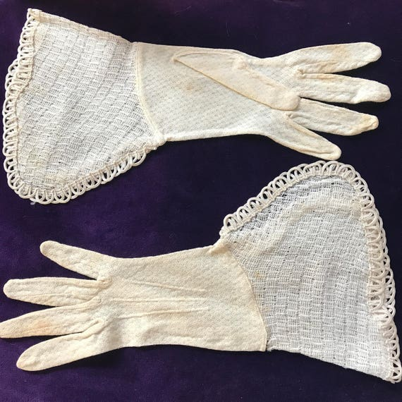 vintage gloves 1930s gauntlets frilly crochet xs  cream off white cotton mix gloves bridesmaid bridal wedding pin up 1920s glam size 5.5 5