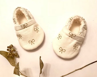 Gold bow print Baby Booties, Crib shoes, Baby Moccasins, Baby Gift