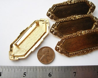 4 Vintage gold tone decorative brooches HC021.