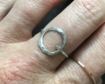 Sterling silver hammered circle ring sz 7.5