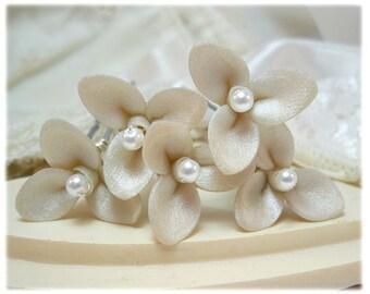 Small Trillium Flower Hair Pins - Small Three Petal Hair Flowers