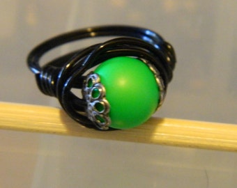 Swarovski Pearl Wire Wrap Ring Neon Green Pearl Black Wire