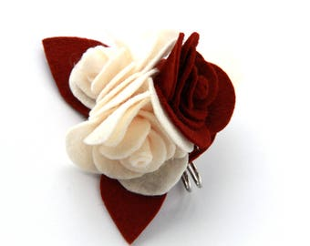 Brooch with roses in cloth and felt-ivory and burgundy
