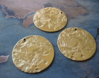 4 PC Brass moon / disc charm - 23 mm - UU12