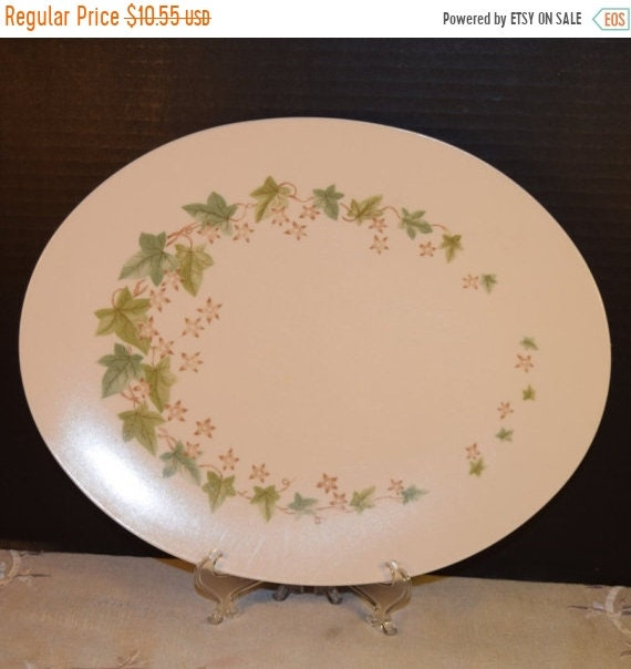Delayed Shipping Boontonware Fall Melmac Melamine Platter Vintage Green Fall Leaves Mid Century Chop Plate Made in USA Plastic Kitchenware H