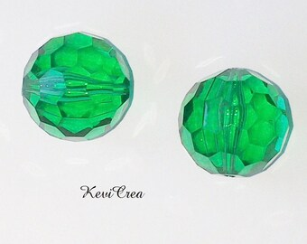 4 x acrylic round beads 15mm faceted grass green
