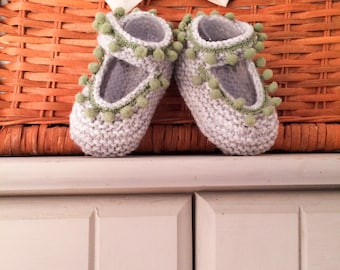 Grey and green knitted baby booties, handmade crib shoes, baby slippers, baby girl shoes, newborn booties, christening gift, tassel booties