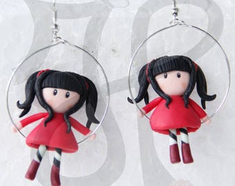 Hypoallergenic with dolls on swings