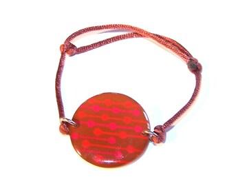 "Handmade bracelet resin Carolune Funky ""Pump"" 30 mm, adjustable, mounted on a colorful satin cord"