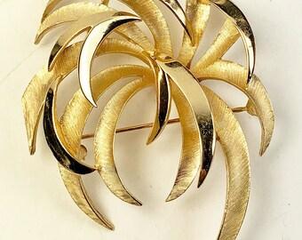 Trifari Brooch-Chrysanthemum Brooch Gold Tone Vintage-Fireworks Brooch-Trifari Gold Tone
