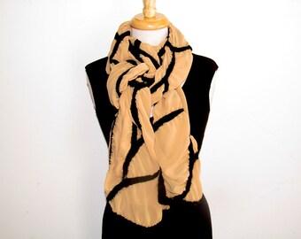Breite Nuno Filz Schal: abstrakte Line-Design auf gold Polyester-Chiffon schwarz