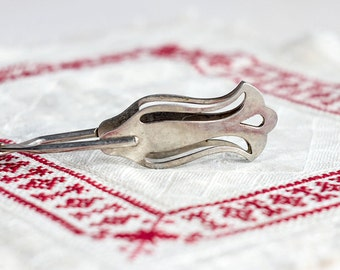 Serving tongs_white metal_serving scissors_double handled_delicate kitchen tongs_elegant utensils_mid-century kitchen_openwork tongs