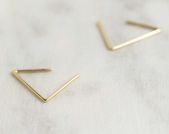 Triangle hoop earrings in silver or gold filled / Open triangle / GM024