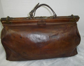 Large gladstone bag, doctors bag, 1920's,1930's luggage,Steampunk bag,  costume , accessories