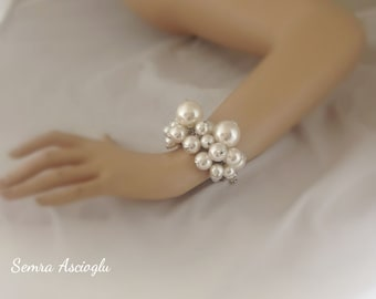 Pearl Christmas Gift,bold chunky pearl bracelet for brides, bridesmaids gift