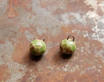 Charmed / Gem Cut boucles d'oreilles en céramique charmes