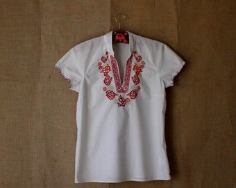 50% OFF SALE Vintage White Embroidered  Blouse Short  Sleeves Cotton Shirt Size M